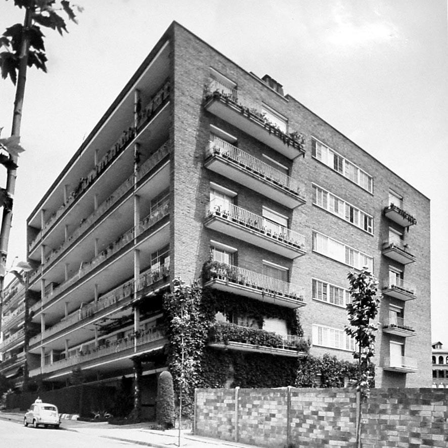 Rehabilitación de fachadas y terrazas en Modolell 10-12, Barcelona (2008), en colab. con M. Baquero