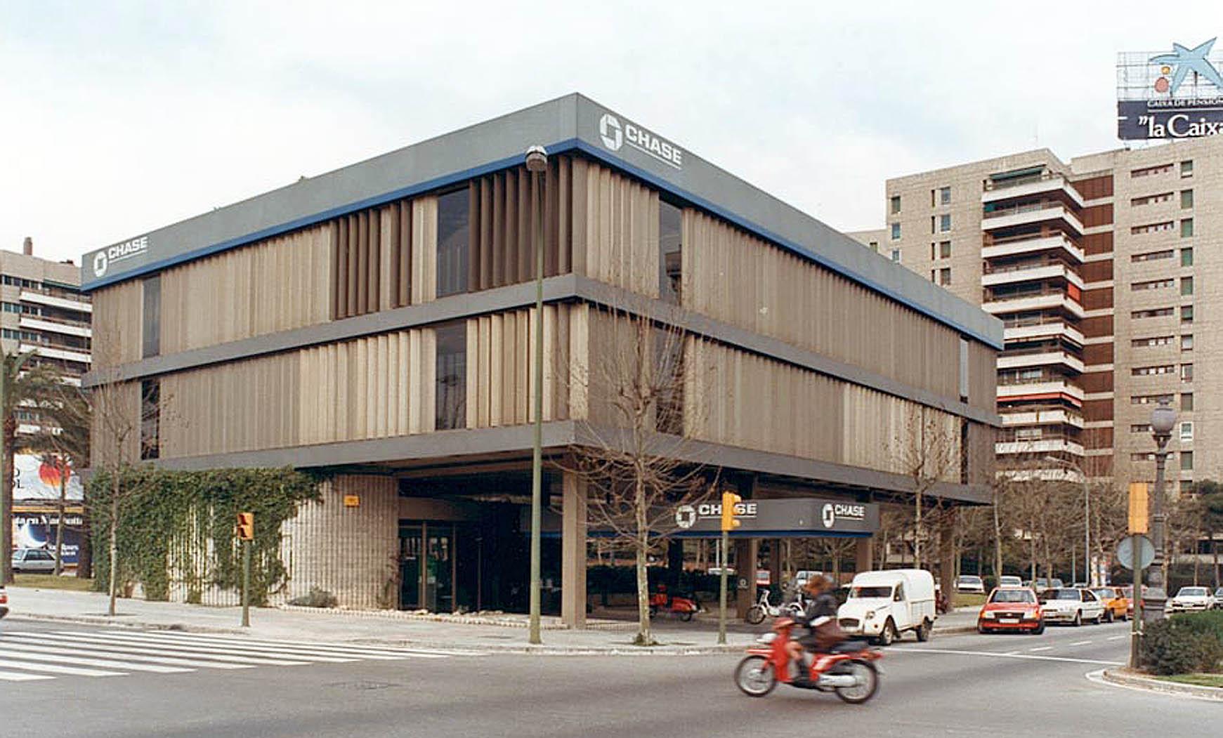 Banco de Finanzas en Diagonal, Barcelona (1974), en colaboración con Francesc Mitjans y ERV
