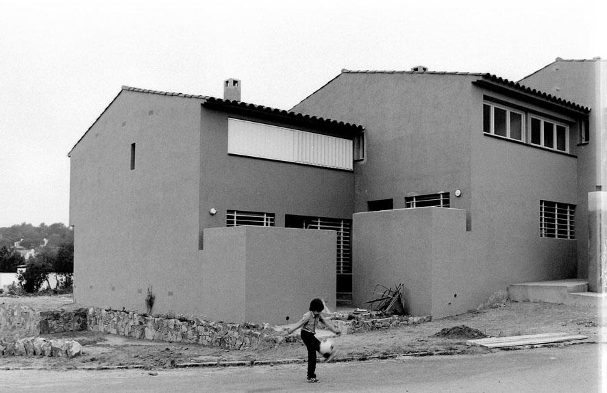 33 viviendas en hilera en Tossa de Mar, Gerona (1978), en colaboración con Francesc Mitjans